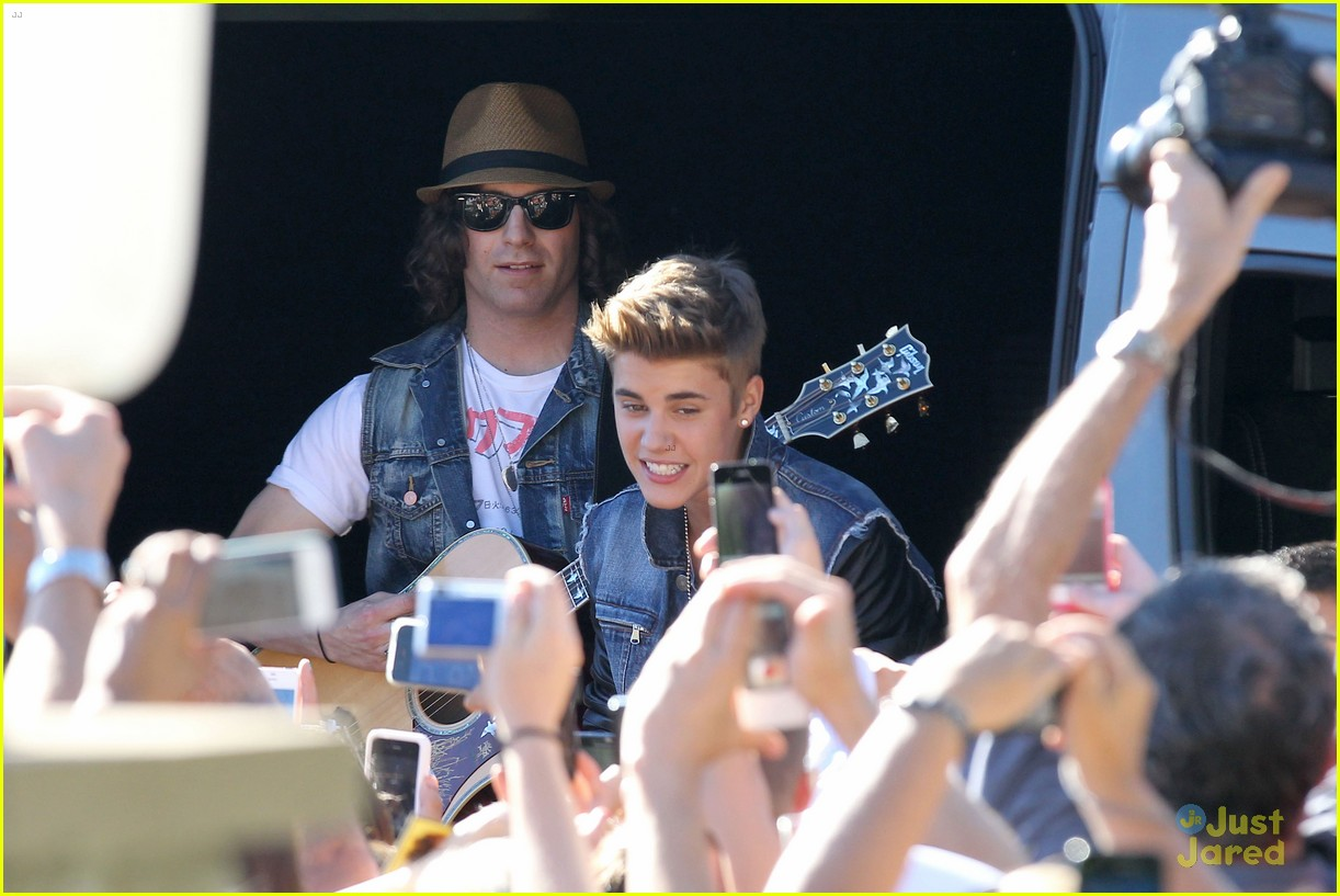 bieber surprise concert 10