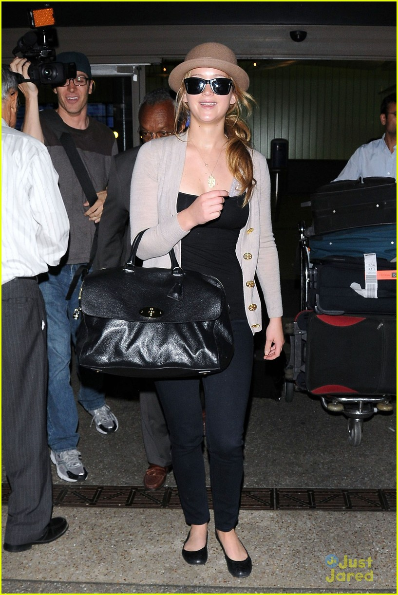 jennifer lawrence lax arrival 04
