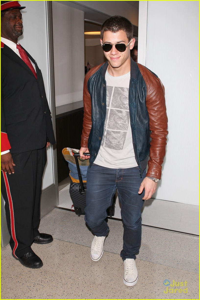 nick joe jonas big apple bound 01