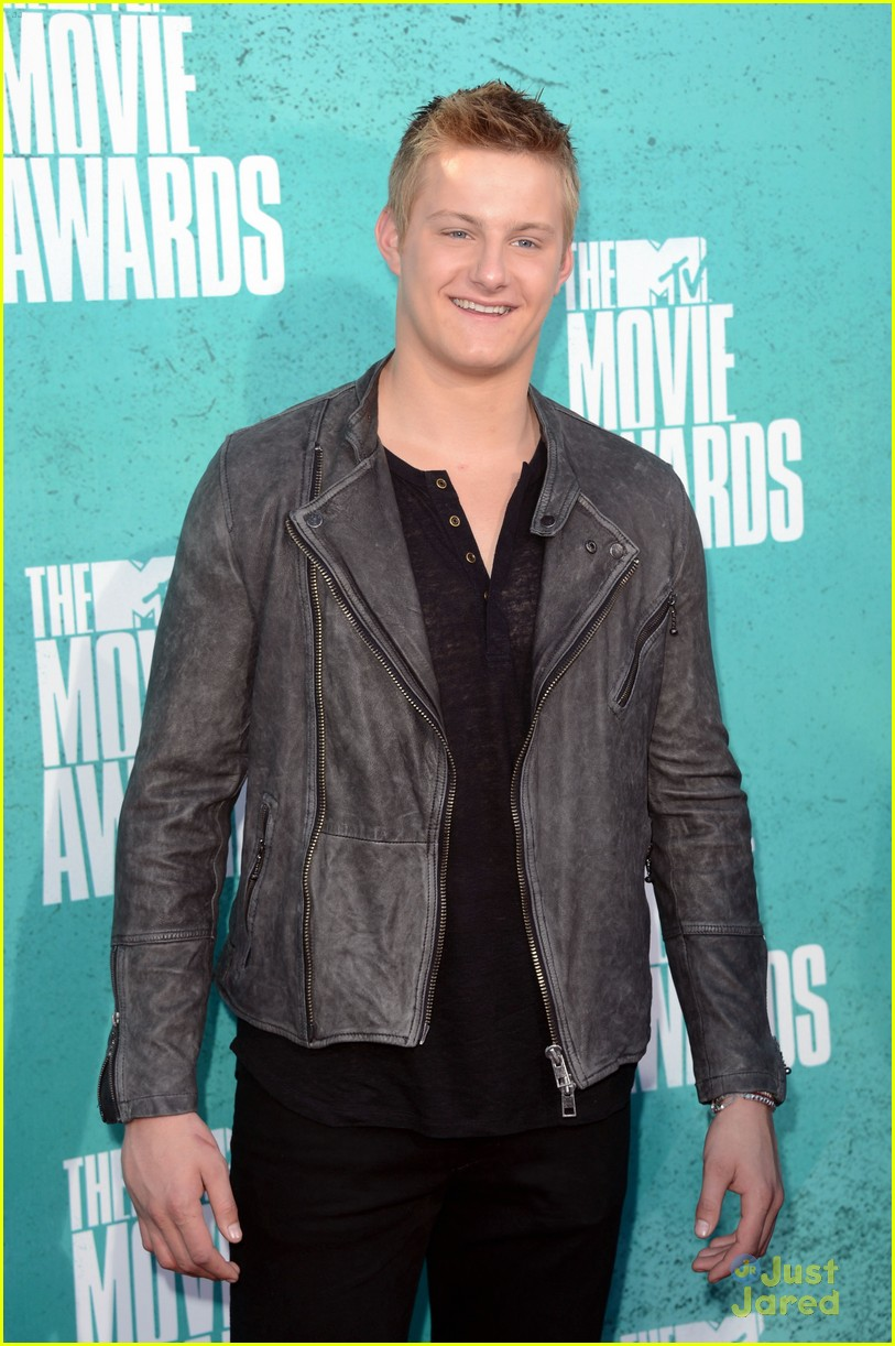 josh hutcherson mtv movie awards 02