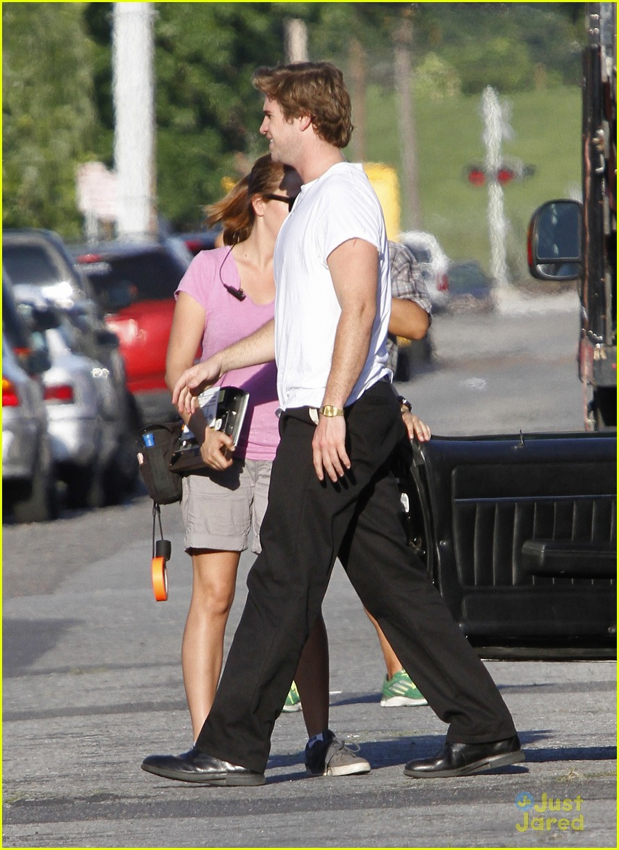 liam hemsworth emma roberts empire state 04