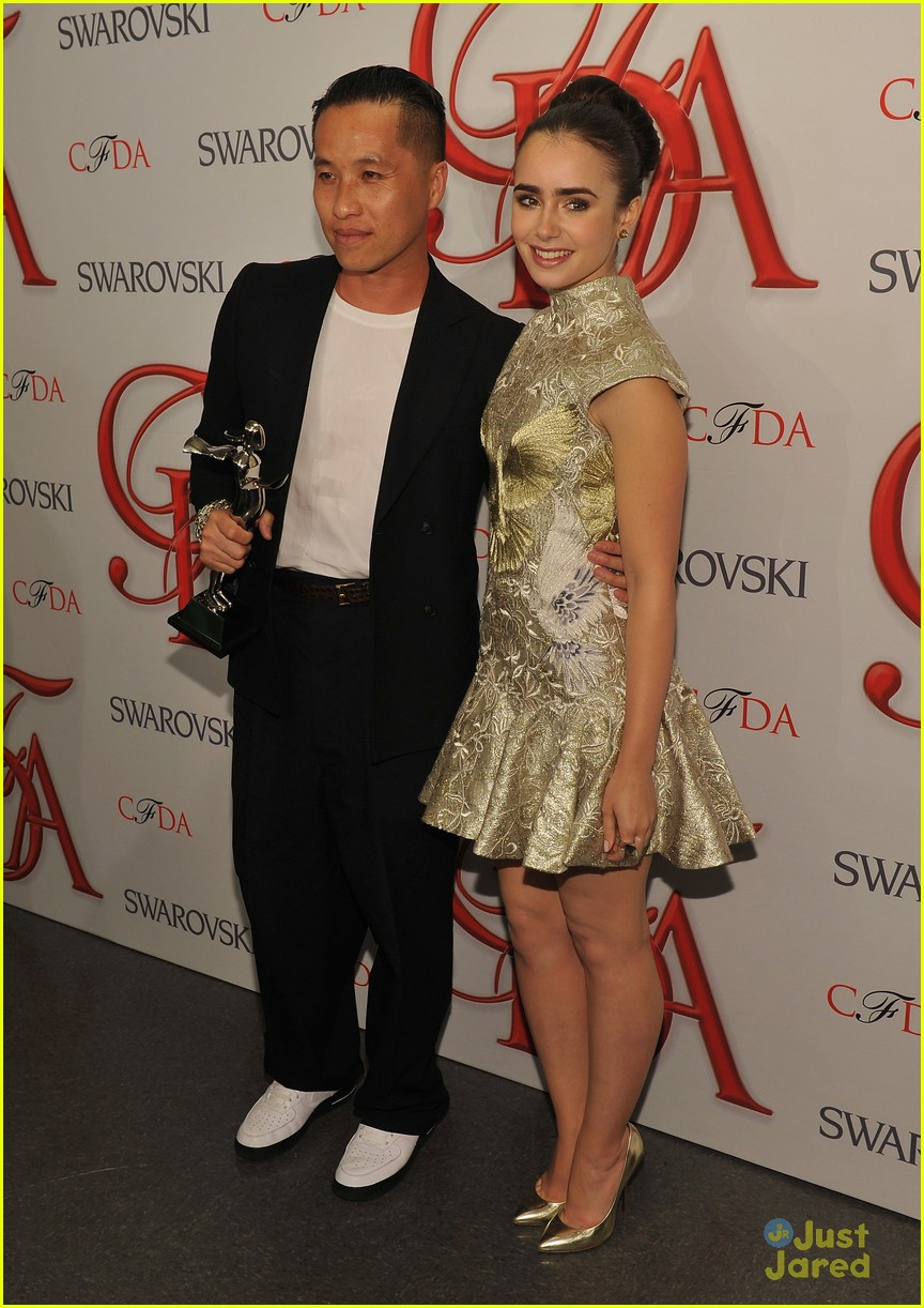 lily collins cfda awards 17