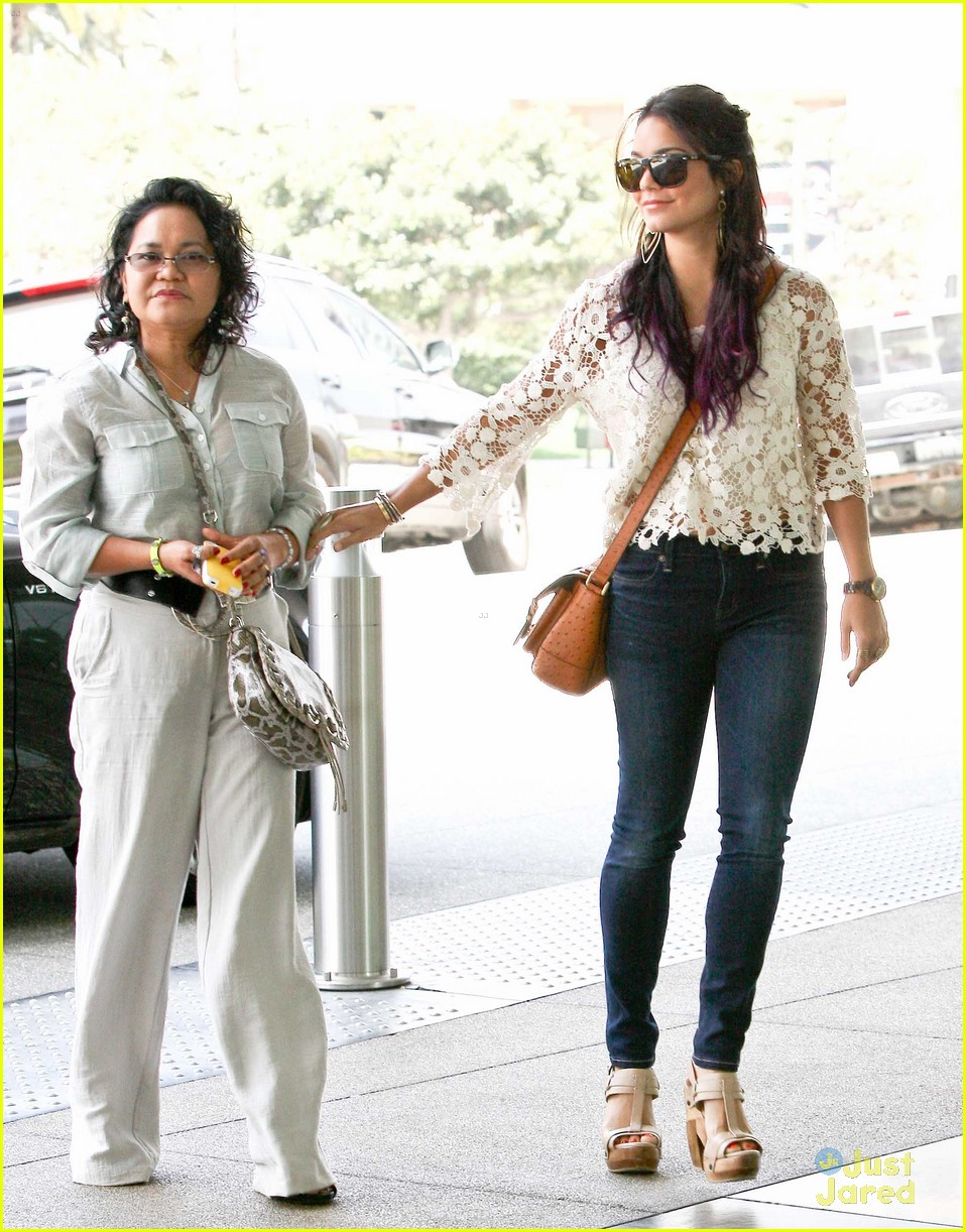 vanessa hudgens century city mom 10