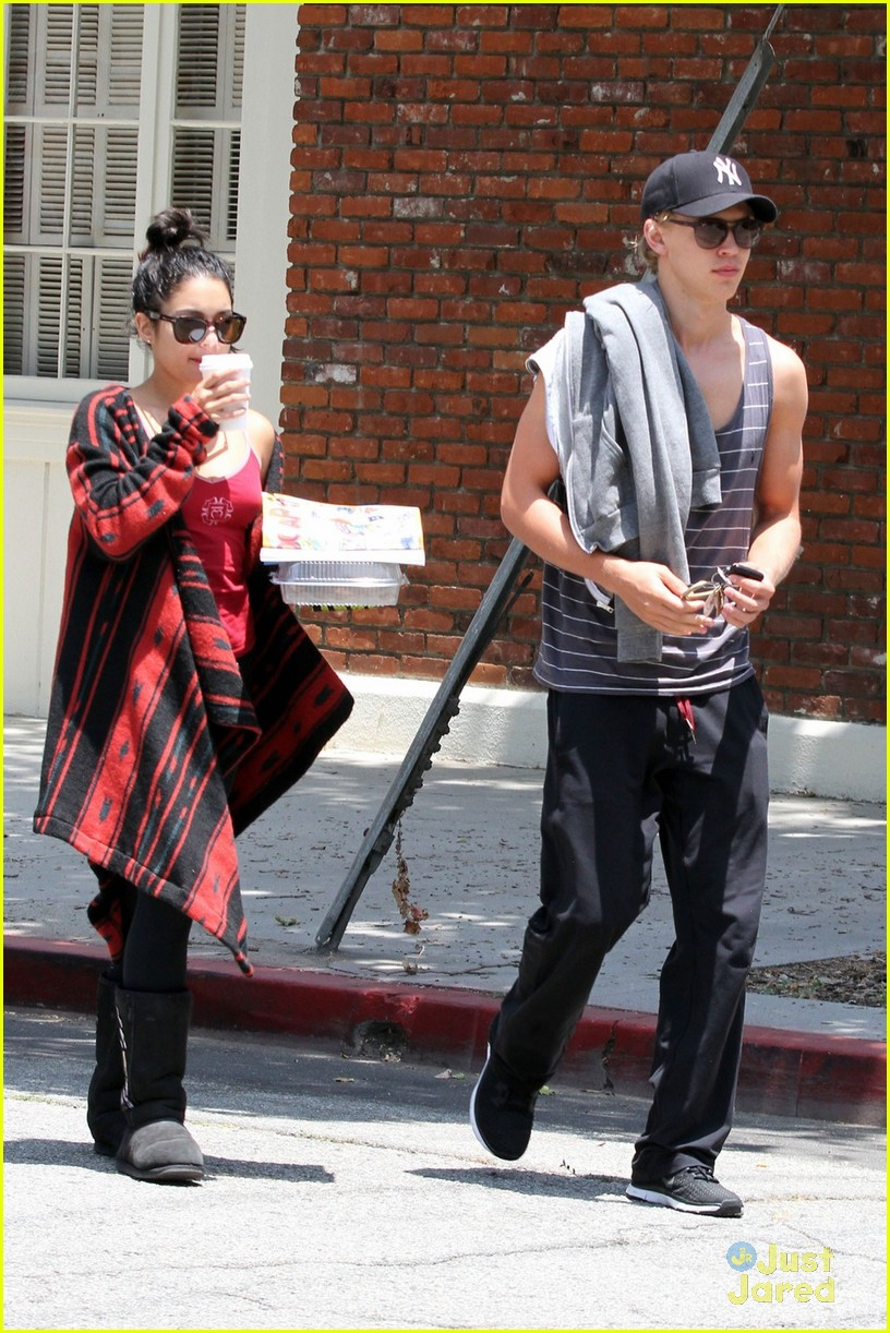 vanessa hudgens austin butler kings road 01
