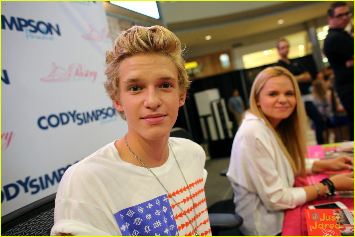 cody simpson mall america 09