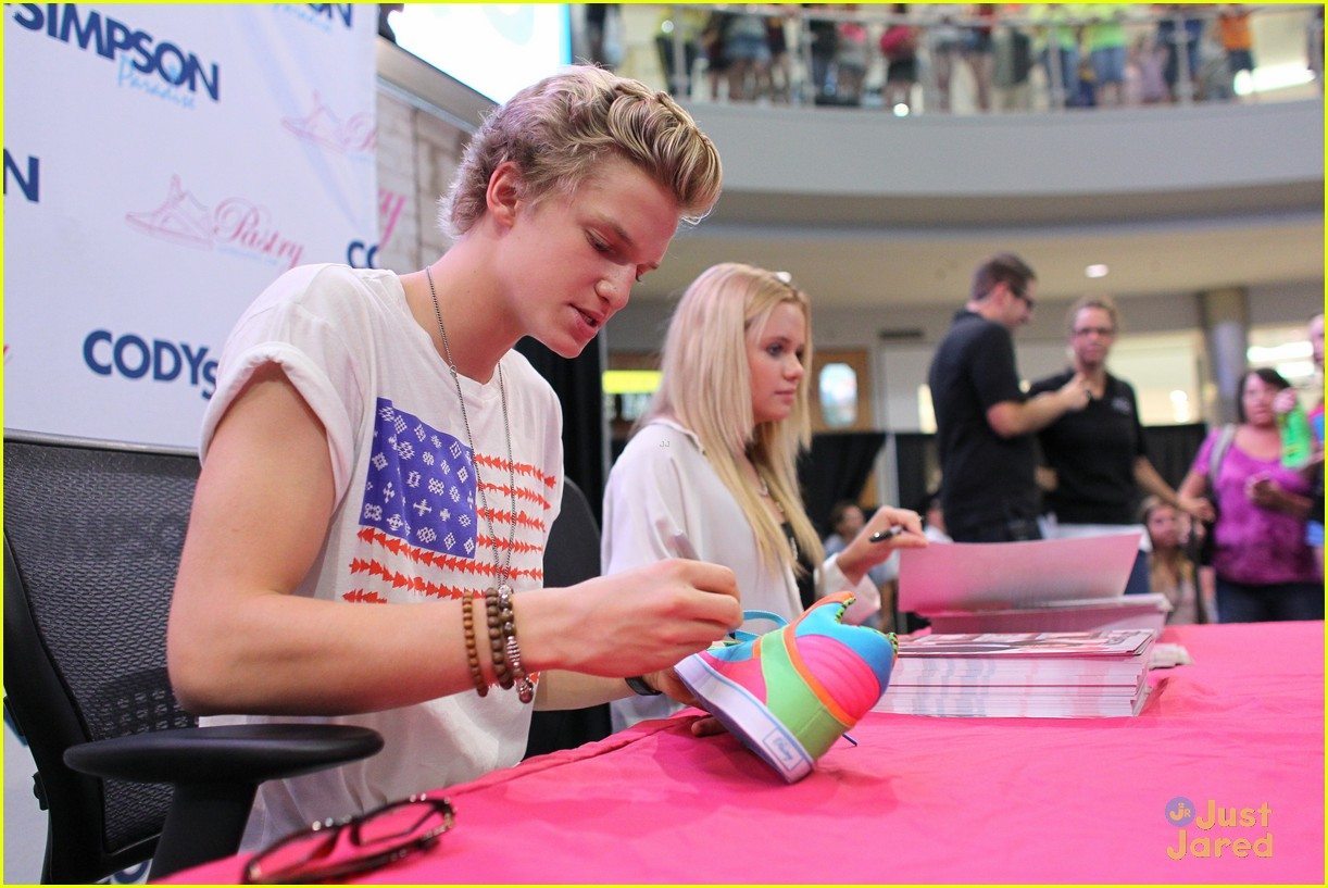 cody simpson mall america 12