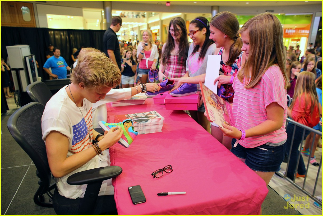 cody simpson mall america 15