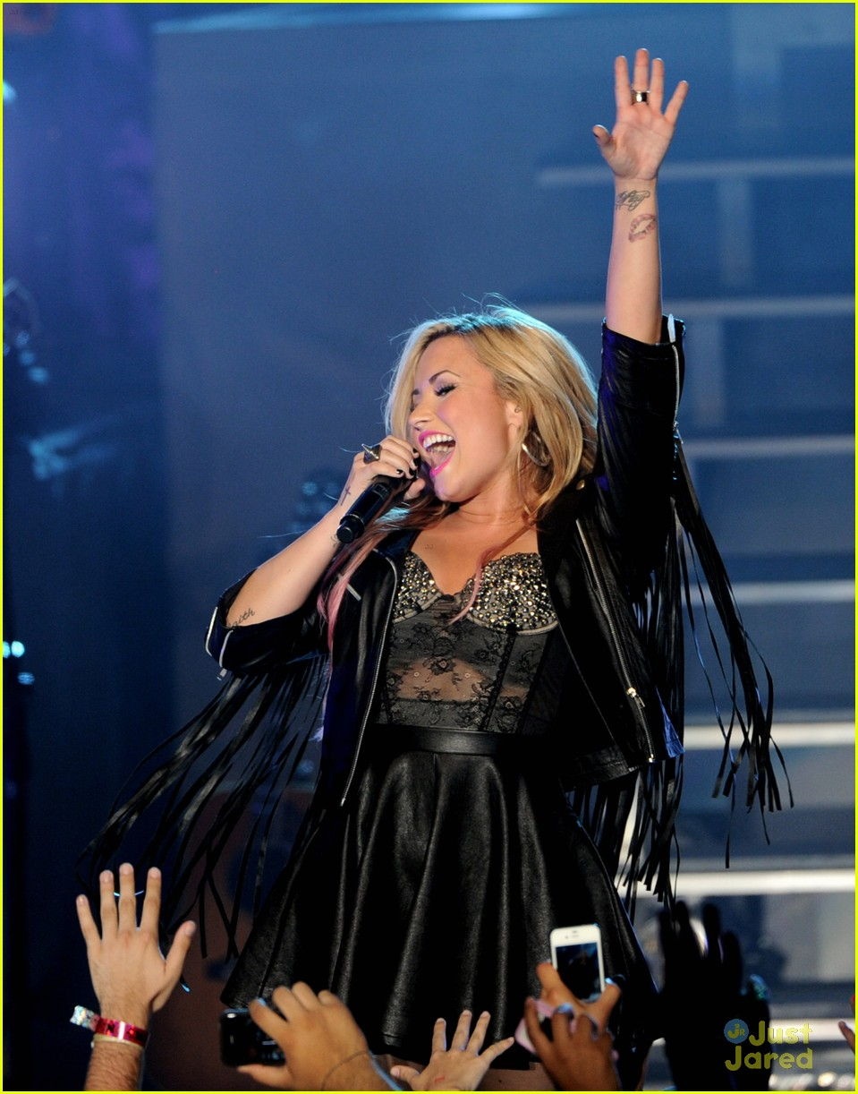 demi lovato greek la concert 22