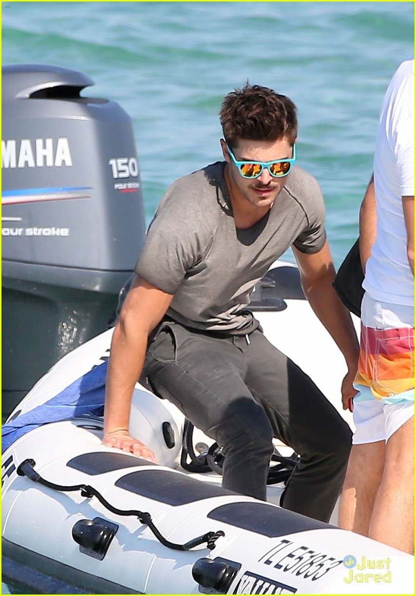 zac efron shirtless july 4 saint tropez 10