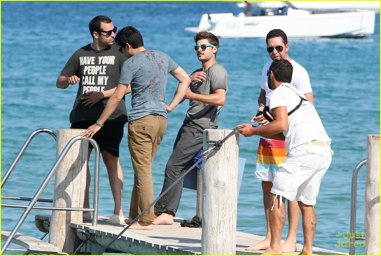 zac efron shirtless july 4 saint tropez 12