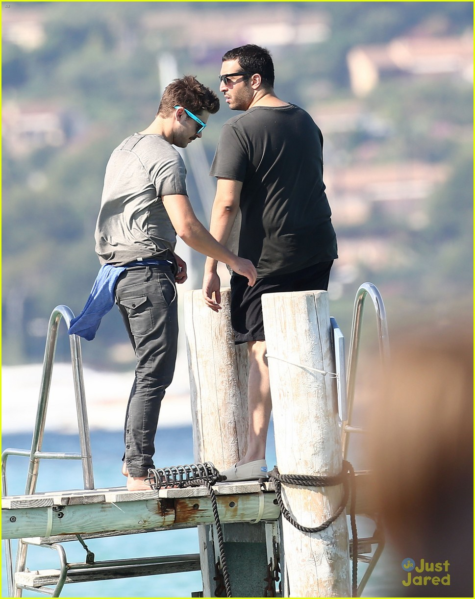 zac efron shirtless july 4 saint tropez 14