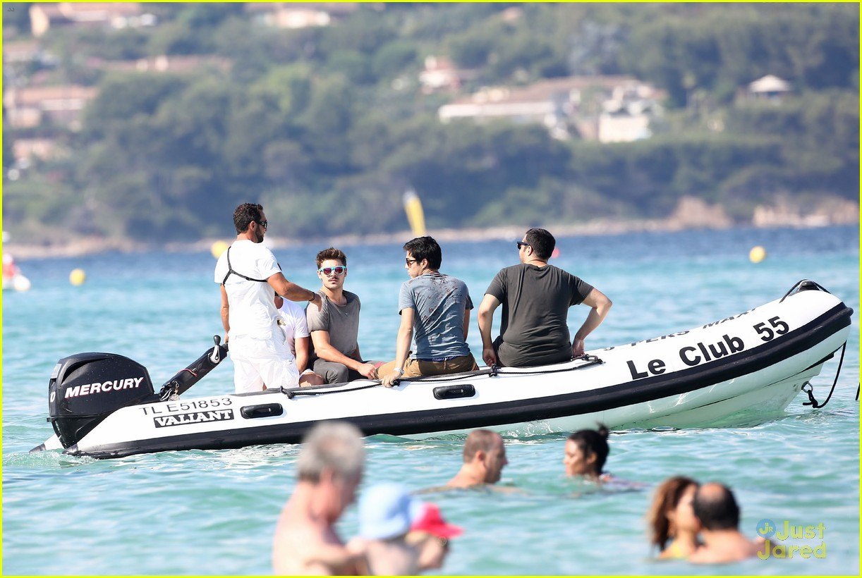zac efron shirtless july 4 saint tropez 16