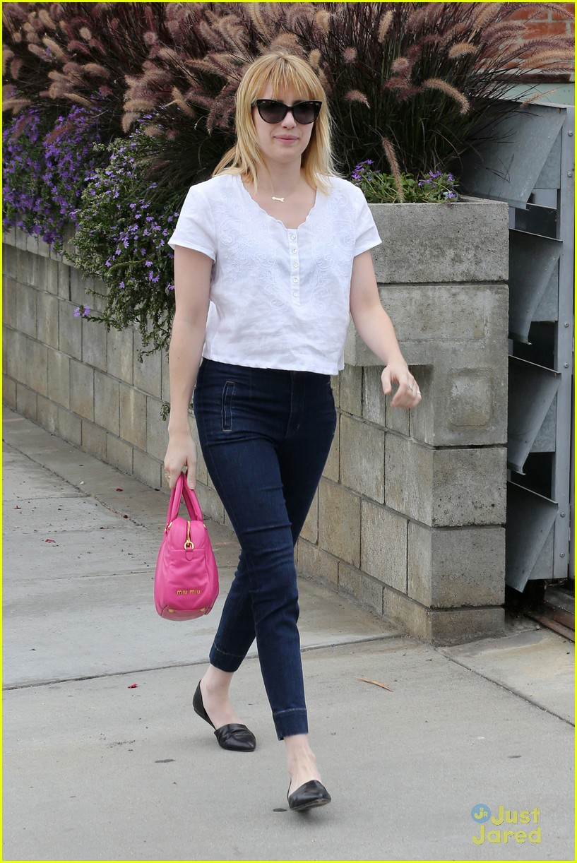 emma roberts pink purse 07