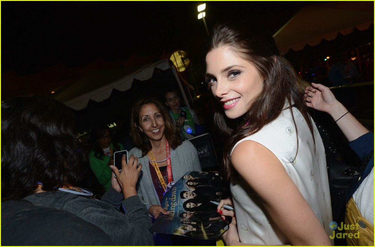 ashley greene comic con twi fan event 06