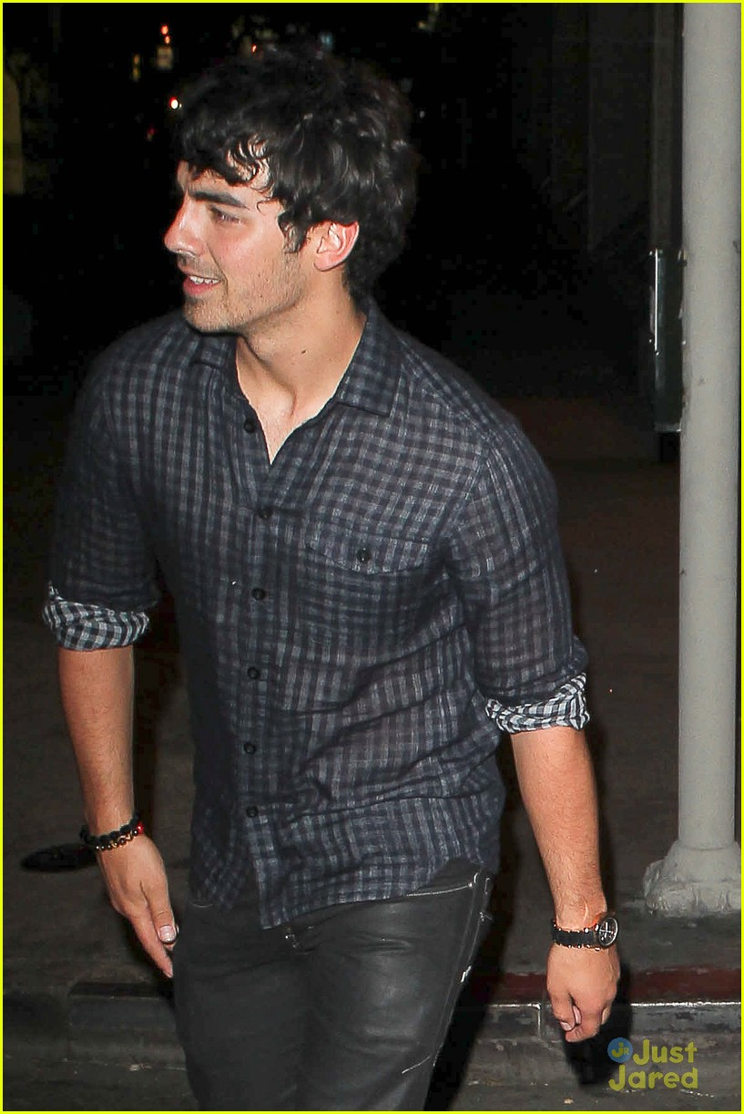 nick joe jonas dinner movie 04