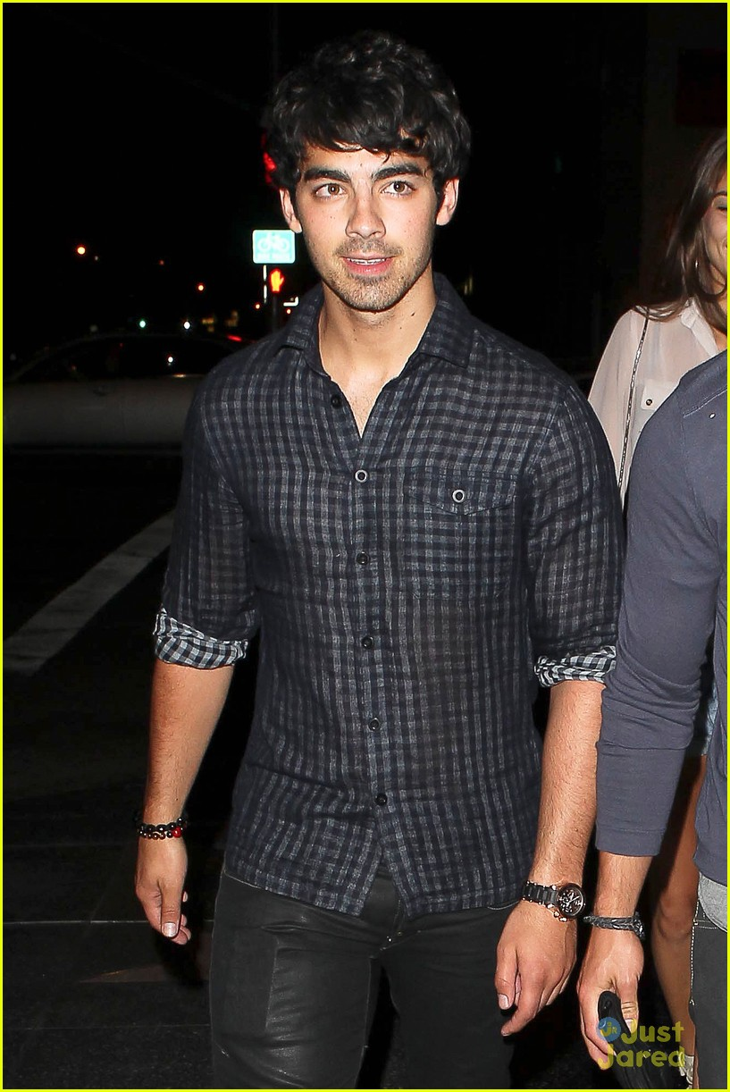 nick joe jonas dinner movie 11