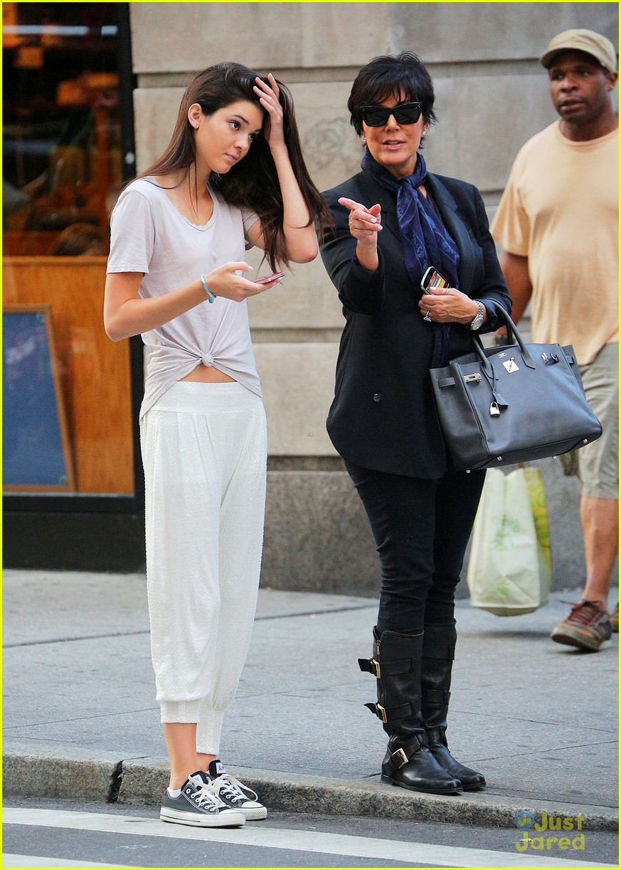 kendall jenner nyc walk 03