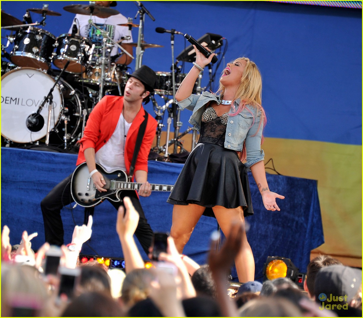 lovato gma concert 09