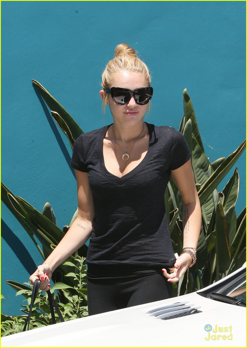 miley cyrus braison hospital 09