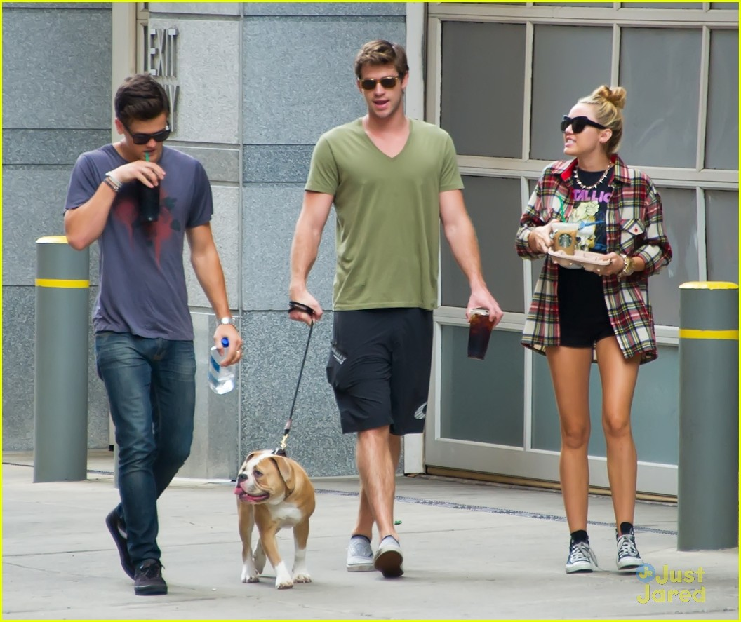 miley cyrus liam hemsworth coffee 05