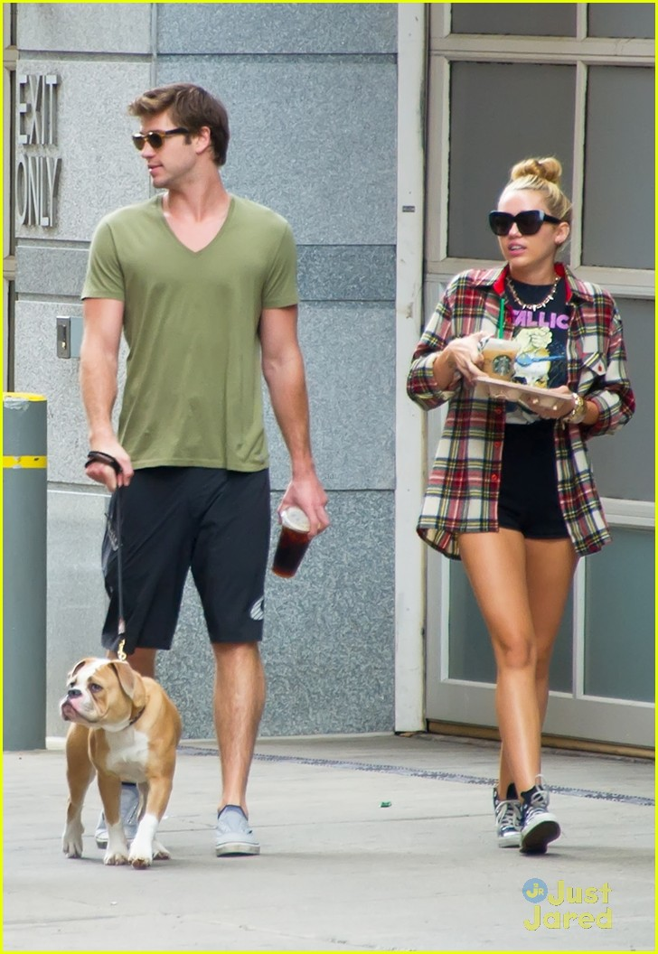 miley cyrus liam hemsworth coffee 06