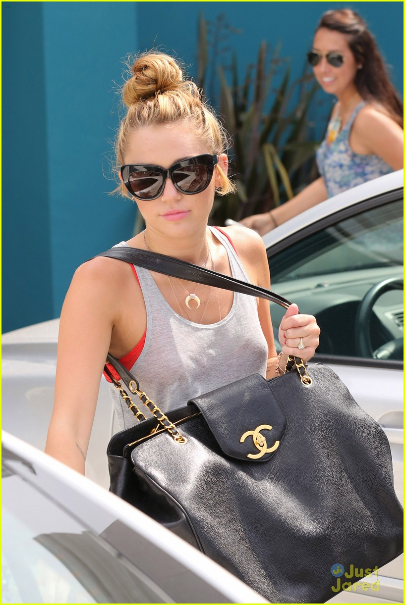 miley cyrus liam hemworth pilates 06