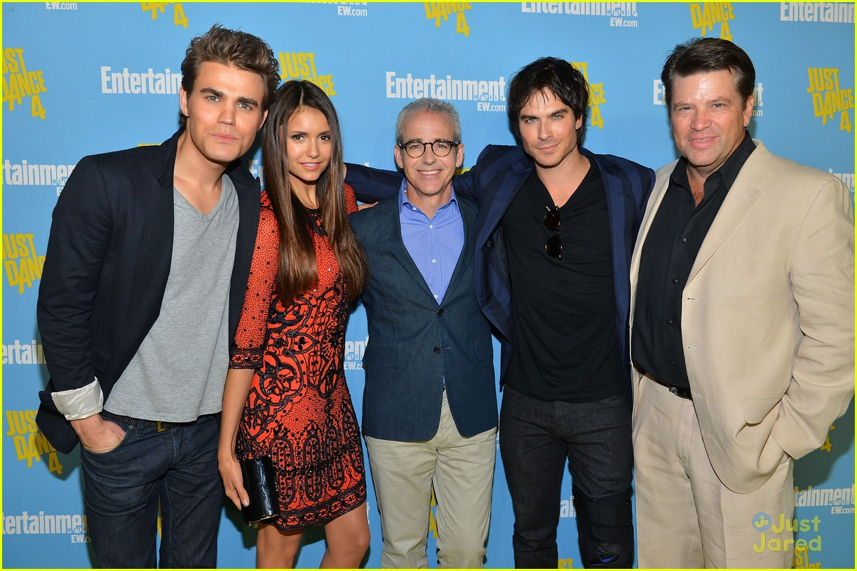 nina dobrev ew comic con party 11