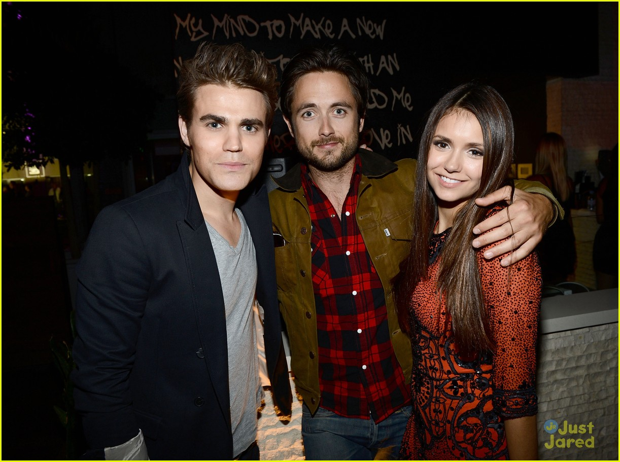 nina dobrev ew comic con party 14
