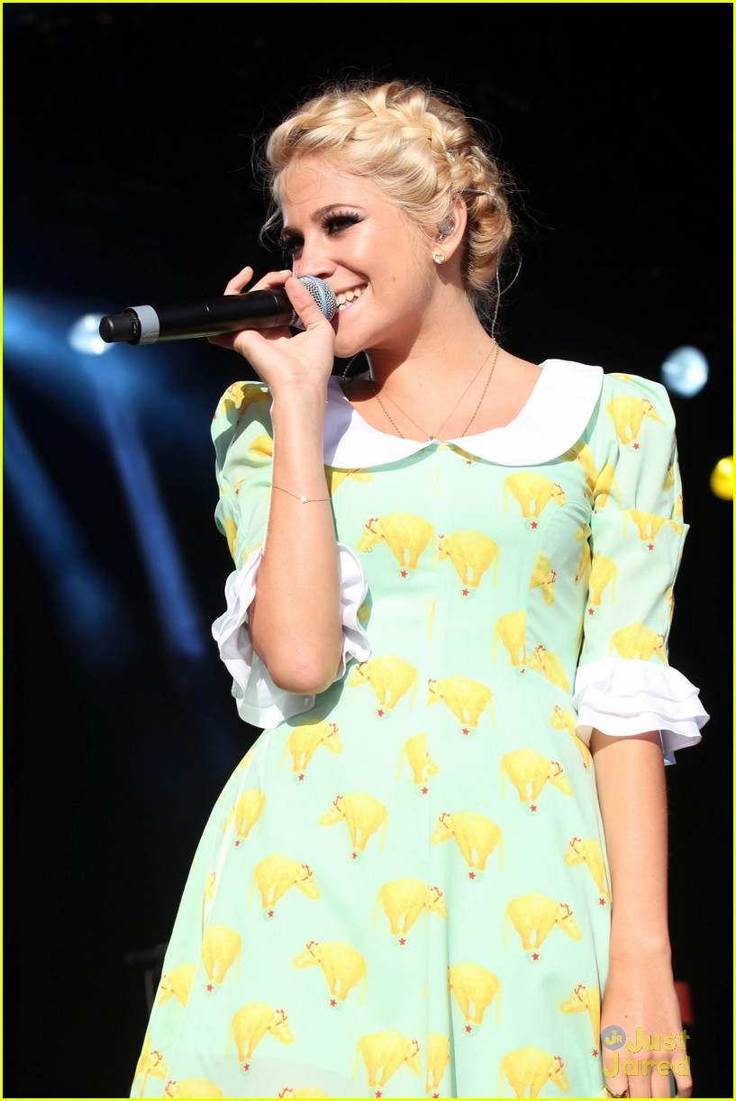 pixie lott eirias wales 02