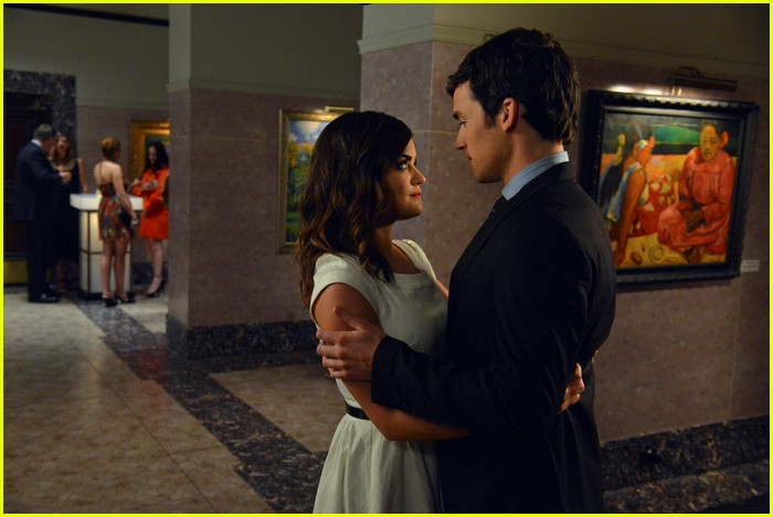 lucy hale ian harding pll kiss 09