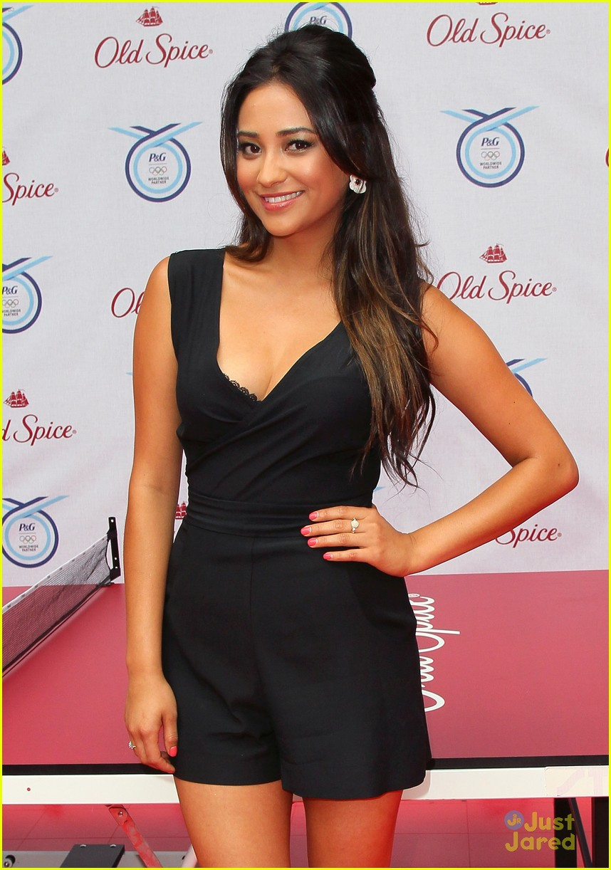 shay mitchell believe smellf 05
