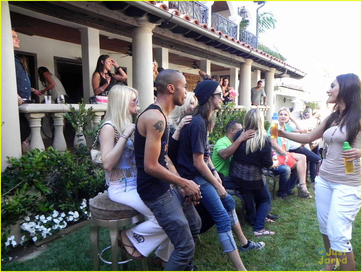 zac efron tiffany thornton baby shower 10