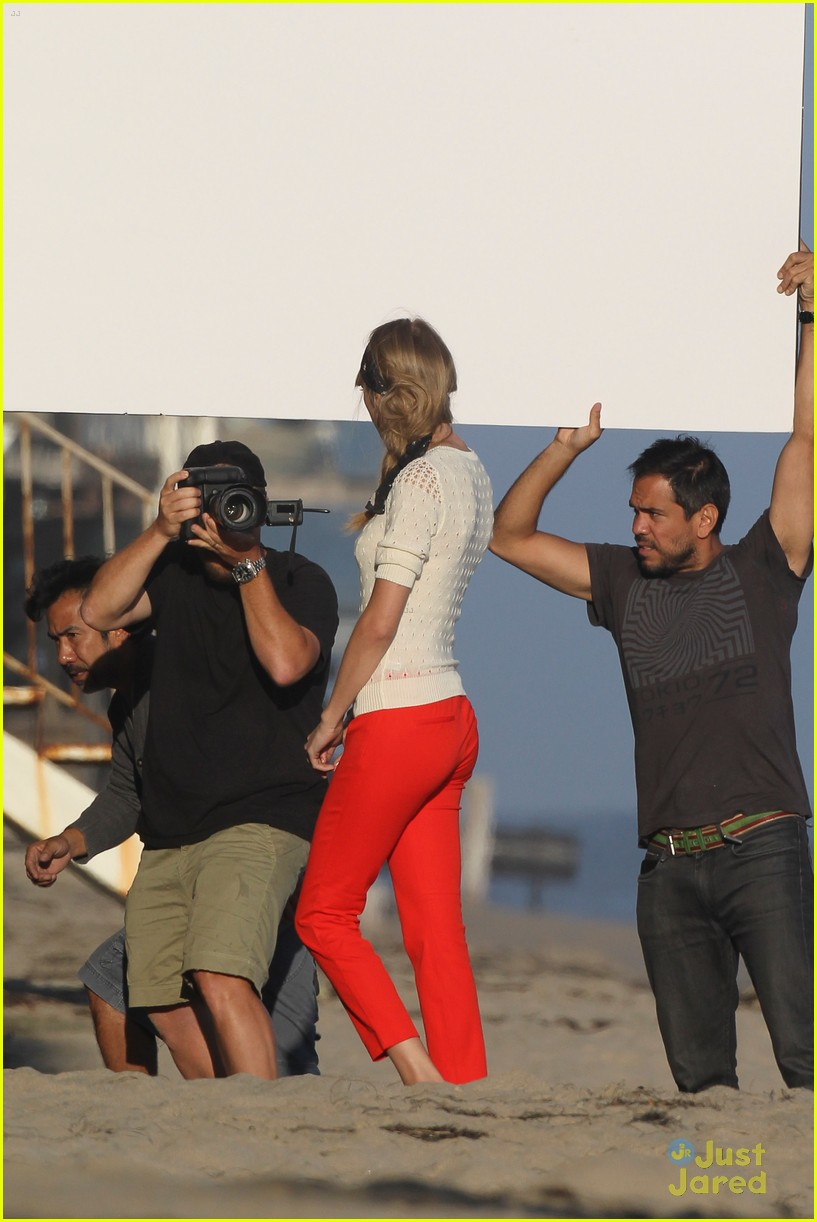taylor swift beach shoot 03