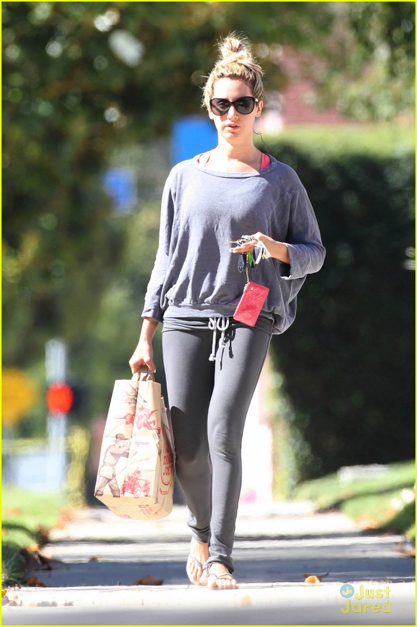 ashley tisdale trader joes run 01