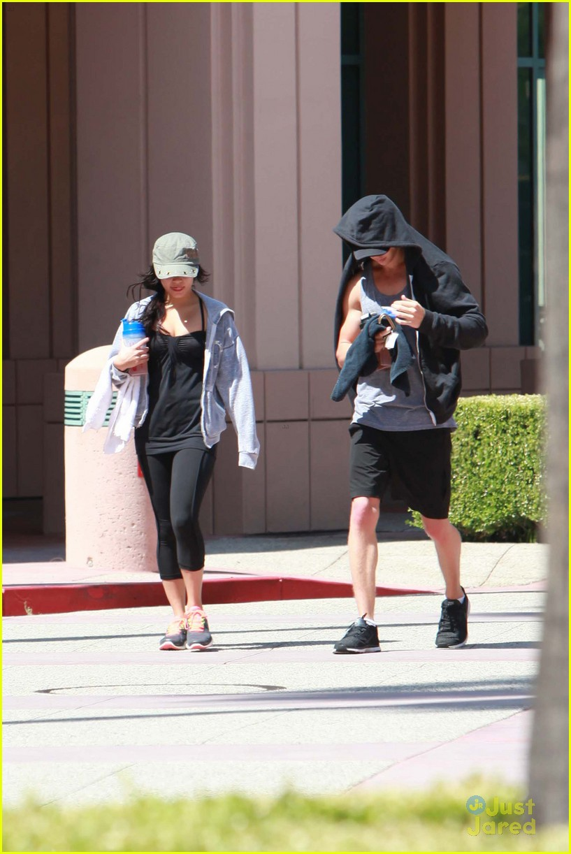vanessa hudgens nails gym 08
