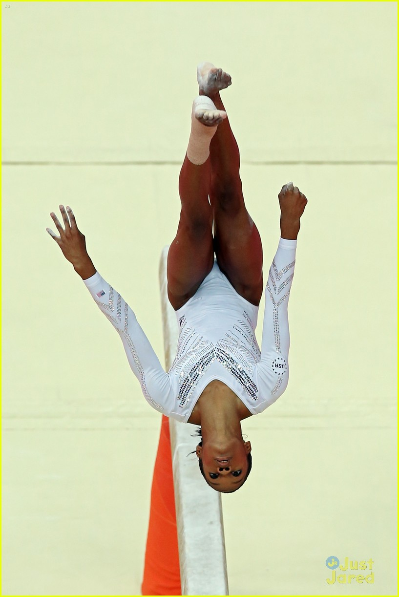gabby douglas aly raisman beam olympics 01