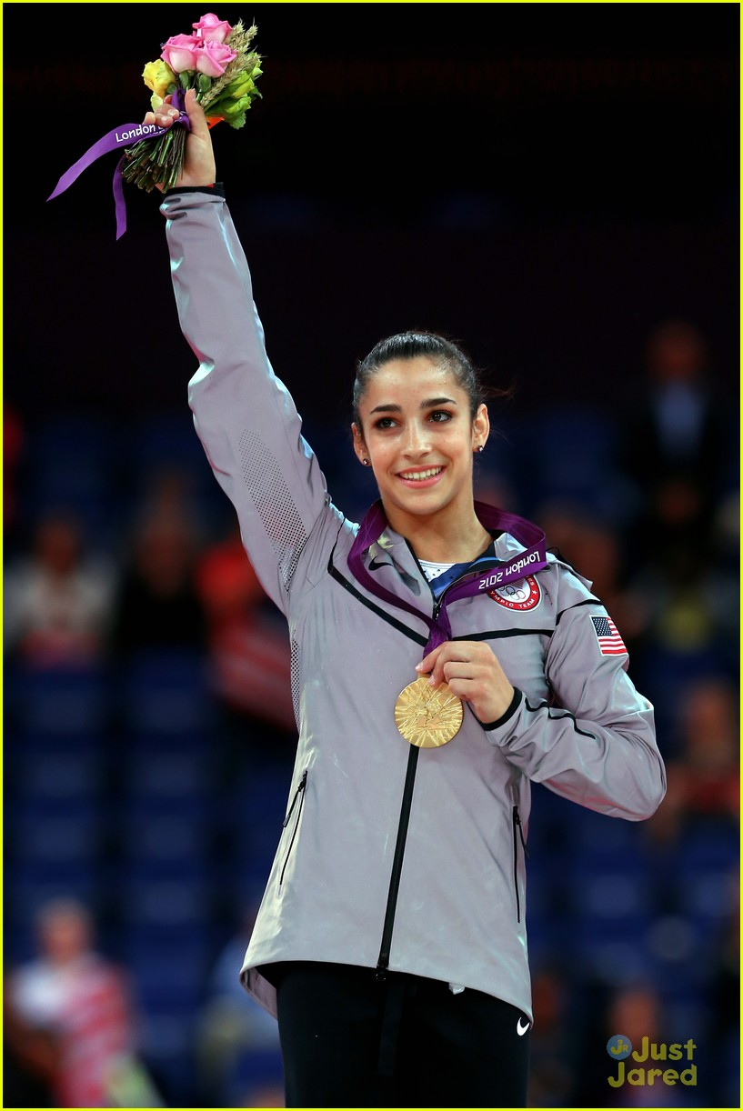 aly raisman gold floor olympics 04