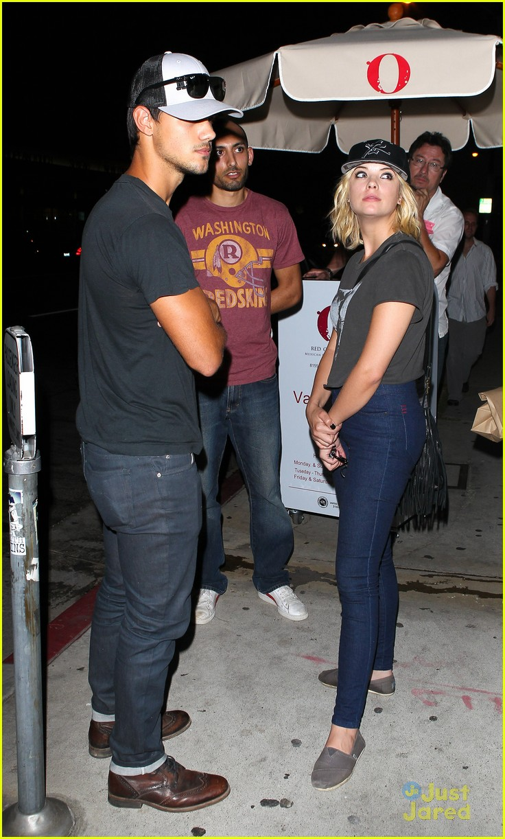 ashley benson taylor lautner red o 12