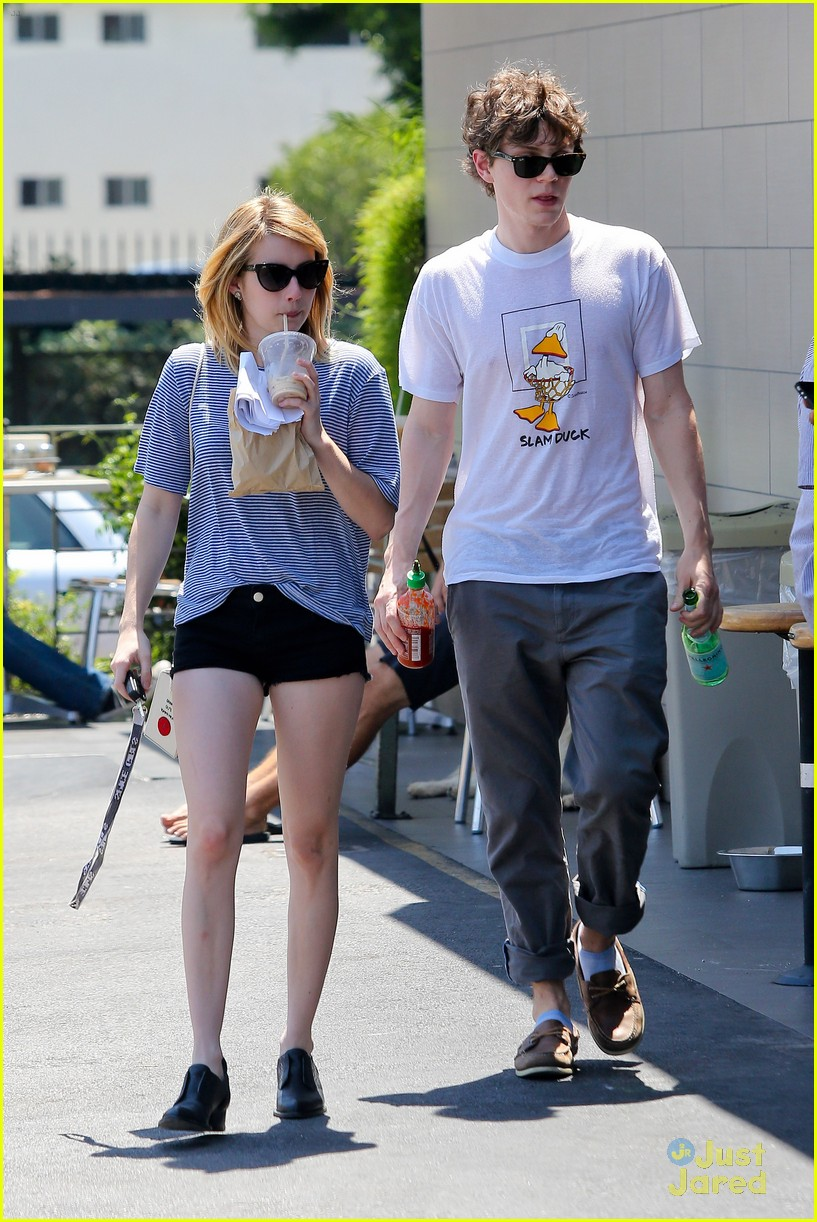emma roberts evan peters oak market 01