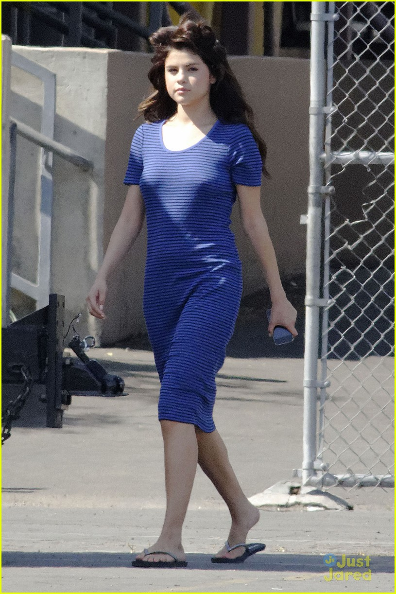 selena gomez hair curlers on parental guidance set 15