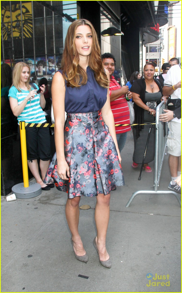 ashley greene gaa arrival 04