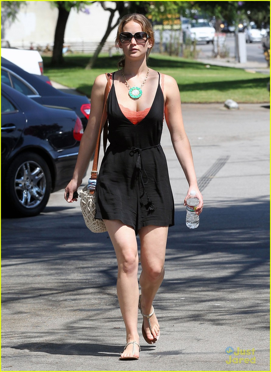 jennifer lawrence errands la 01