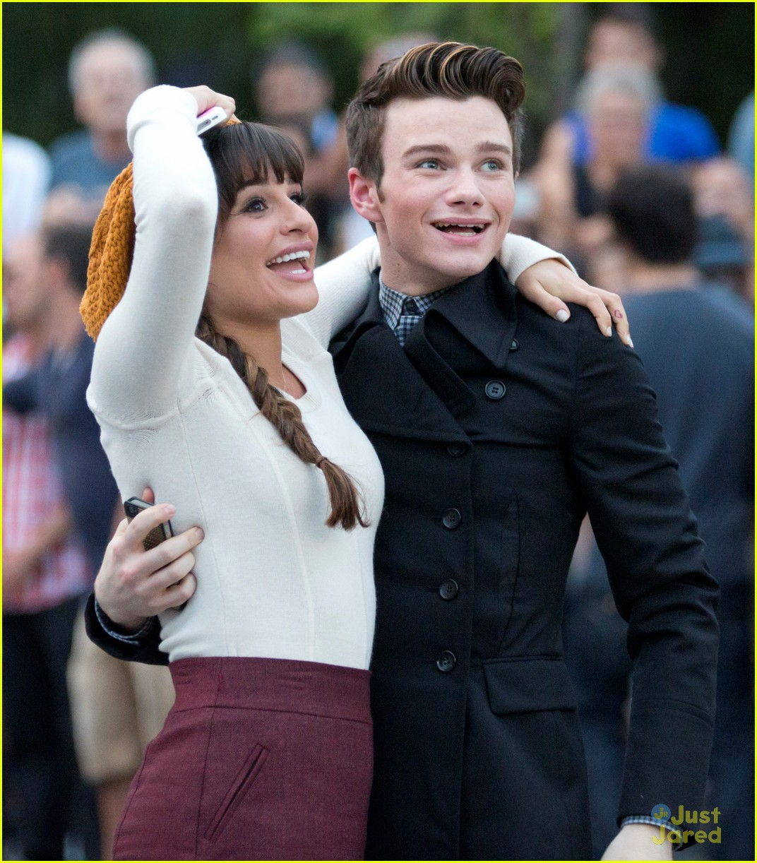 lea michele chris colfer hug glee 07