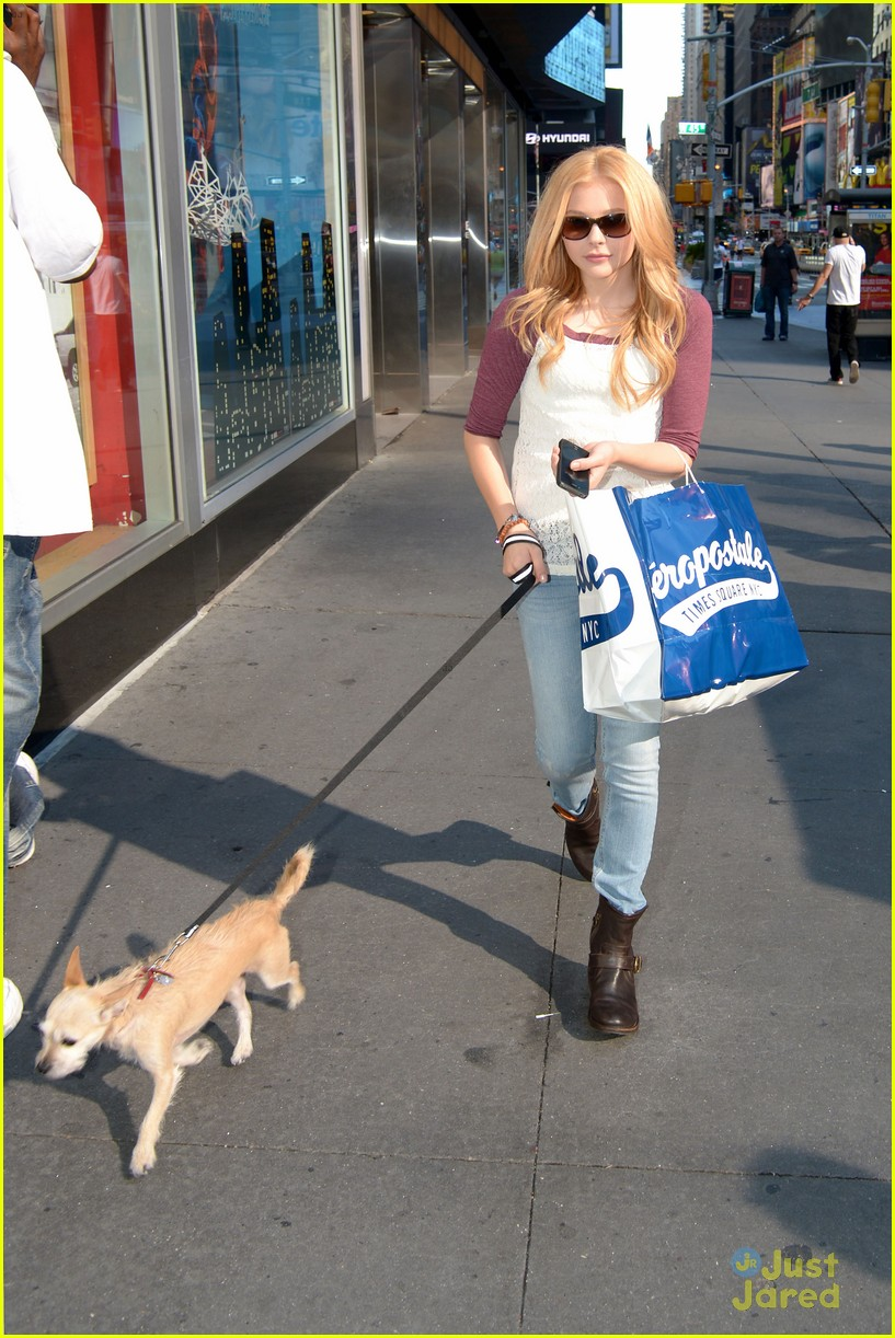 moretz shopping 03