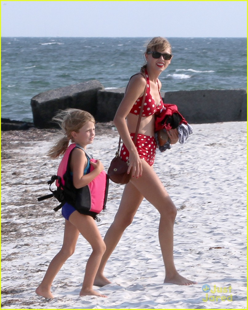taylor swift conor kennedy beach day 02