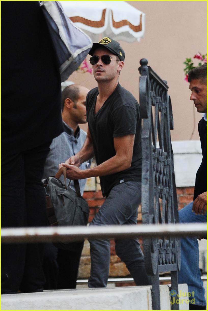 zac efron venice taxi 01