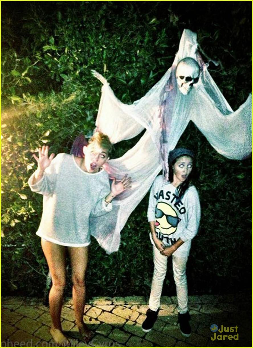 cyrus hallowen pic 01