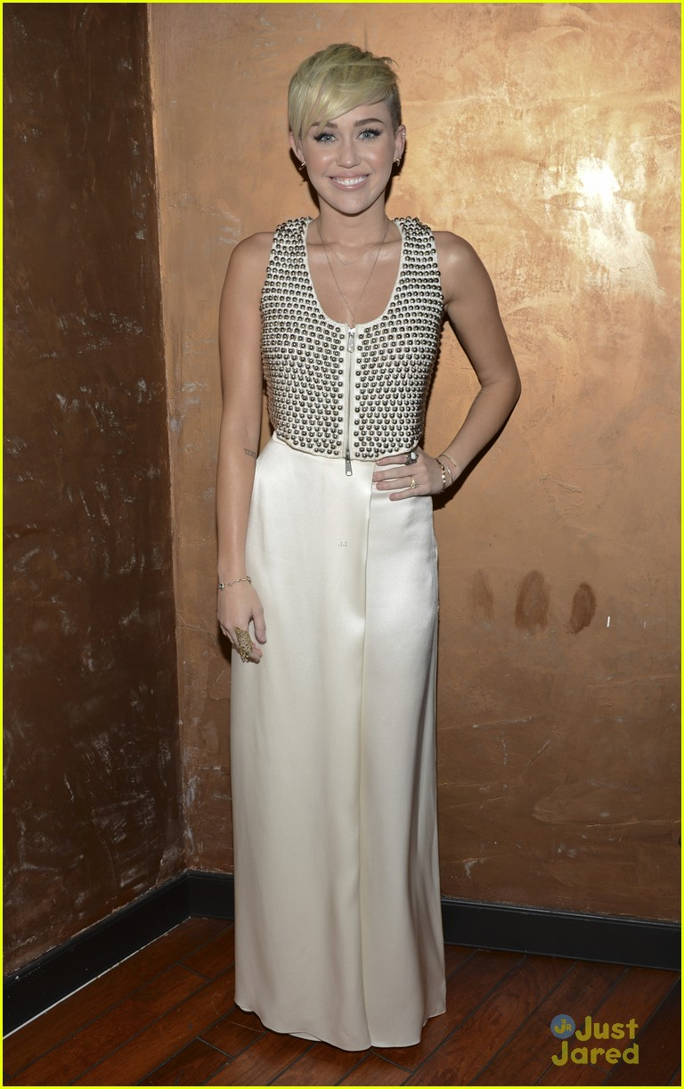 miley cyrus city hope event 01