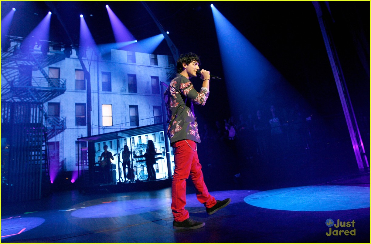 jonas brothers debut new songs at radio city music hall 16