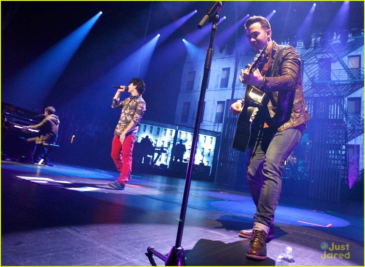 jonas brothers debut new songs at radio city music hall 21